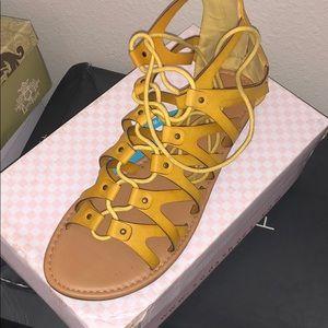 Cute mustard yellow shoes